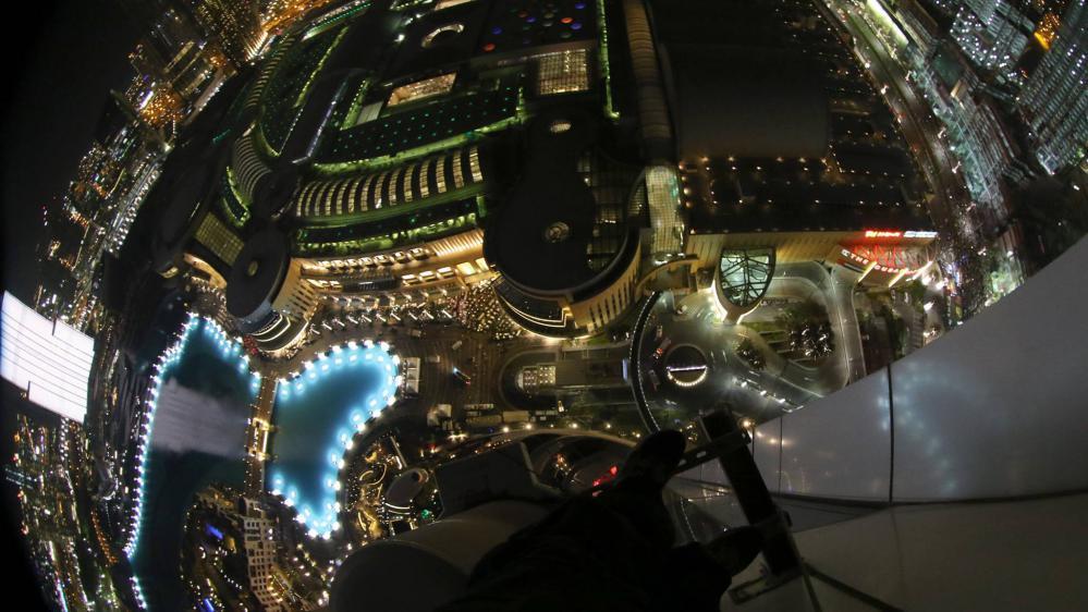 La vue depuis le 48e étage de l'hôtel The Address Downtown, où Dennis Mallari a trouvé refuge, le 31 décembre 2015, à Dubaï.