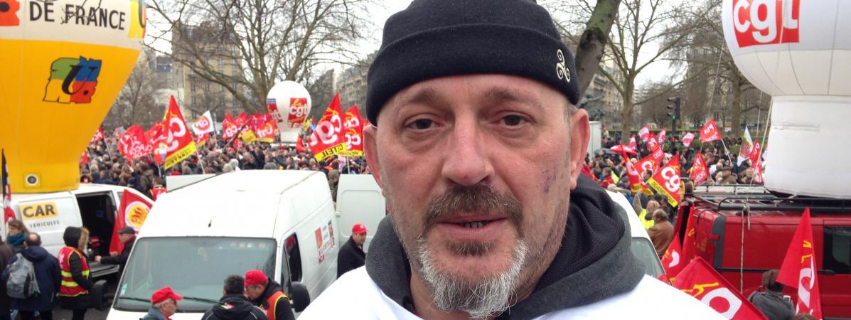 Jean-François Quandalle lors de la manifestation organisée pour le soutenir, lui et septautres de ses collègues de Goodyear, place de la Nation à Paris, le 4 février 2016.