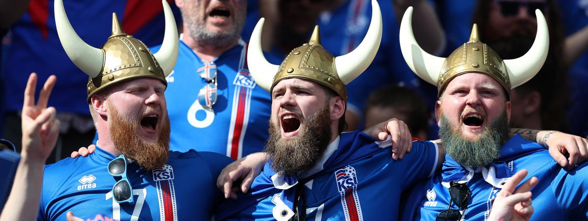 Des supporters islandais, le 22 juin 2016, lors de lavictoire de l'Islande contre l'Autriche à Saint-Denis (Seine-Saint-Denis).