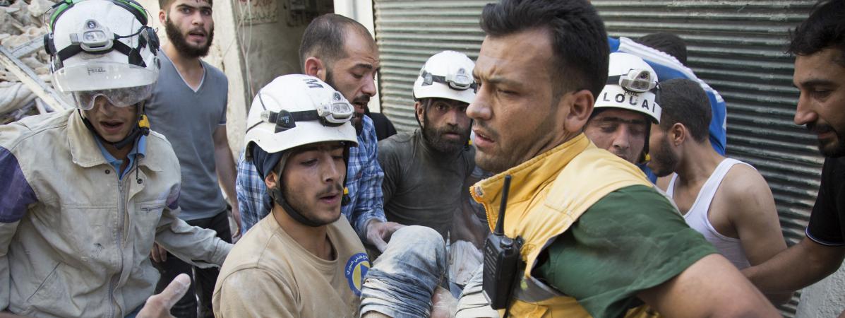 """Les """"White helmets"""" le 23 juillet 2016 à Alep en Syrie"""