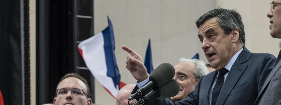"""A plusieurs reprises, François Fillon a estimé que \""""200 000 personnes\"""" avaient participé au rassemblement place du Trocédéro, mercredi 5 mars."""