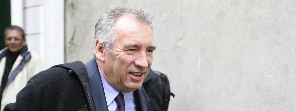 François Bayrou quitte les locaux du MoDem, à Paris, le 22 février 2017.