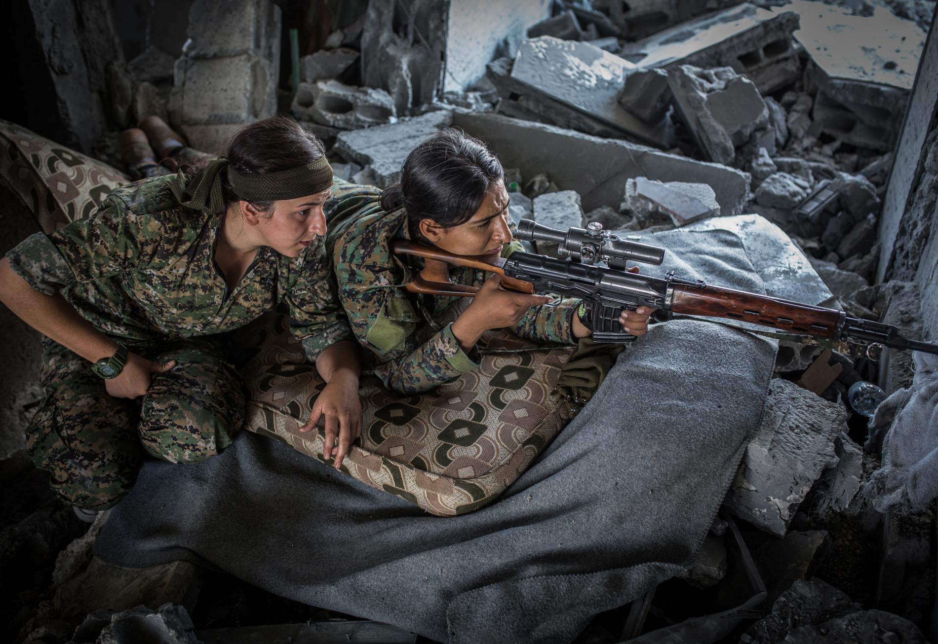 Des femmes membres des FDS à Raqqa (Syrie), le 12 août 2017.