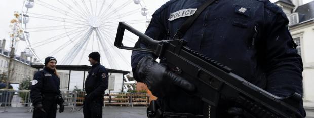 Des policiers sécurisent le marché de Noël de Nancy (Meurthe-et-Moselle), le 1er décembre 2017.