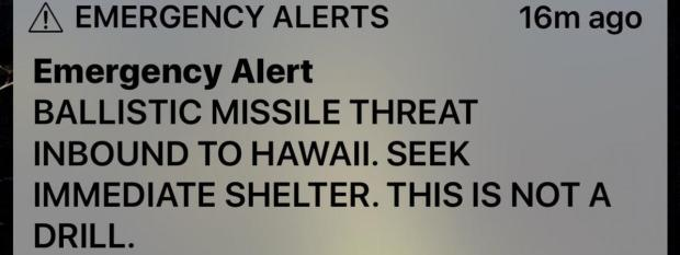 Capture d'écran d'un smartphone ayant reçu l'alertealerte au missile envoyée samedi 13 janvier 2018 aux habitants de l'île de Hawaï.