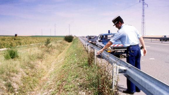 C\'est dans ce fossé, derrière la glissière de sécurité de l\'A10, au niveau de la commune deSuèvres, que le corps de la petite fille a été découvert, le 11 août 1987.
