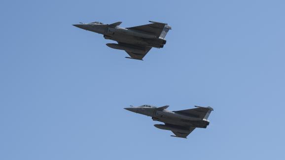 Des Rafale en vol lors des répétitions pour le défilédu 14-Juillet, sur la base aérienne118 de Mont-de-Marsan, le 26 juin 2018.