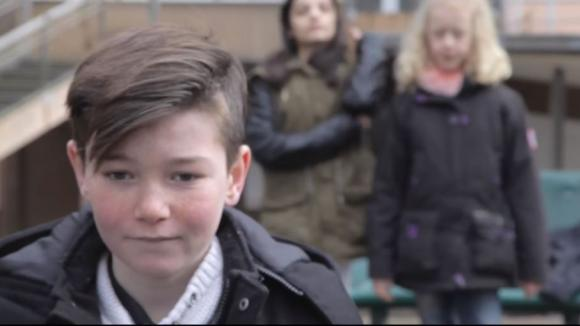 """Un extrait de la vidéo \""""Et pourquoi ?\"""", créée par des élèves du collège Mendès-France à Marcoussis (Essonne), avec leurs enseignants et une comédienne."""