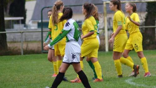 L\'équipe des U15 face à l'Entente Blain-La Chevallerais, battue... 40-0.Photo postée le 6 octobre 2018 sur le compte Facebook du FC Nantes féminines.