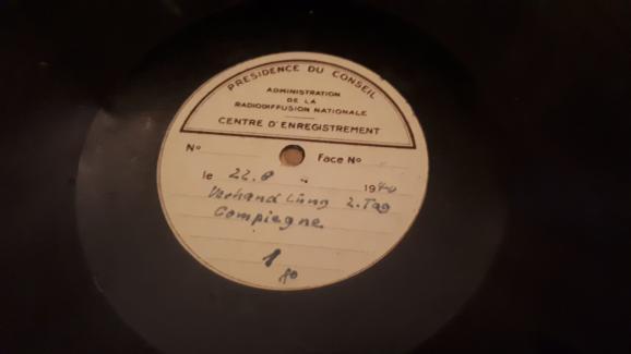 Disque vinyle sur lequel est enregistrée une partie des négociations de l\'Armistice de 1940 à Rethondes, près de Compiègne, entre la France et l\'Allemagne.