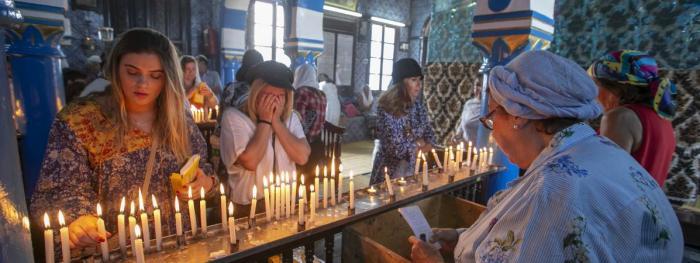 Les pèlerins participent à un pèlerinage juif annuel à la synagogue El Ghriba, le plus ancien monument juif construit en Afrique, sur l\'île tunisienne de Djerba le 22 mai 2018.