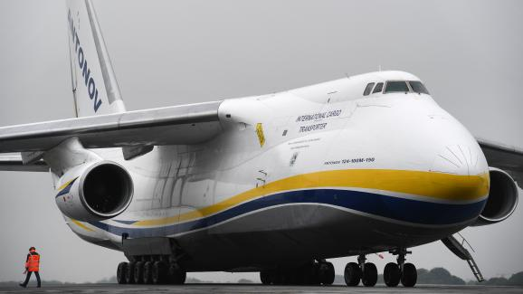 L\'Antonov An-124 est l\'un des plus gros avions cargo au monde.