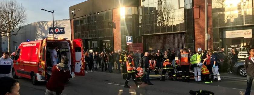 """Quatre \""""gilets jaunes\"""" blessés par un automobiliste à Rouen (Seine-Maritime), le 16 février 2019."""