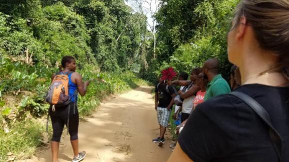 Senderismo en los bosques de Costa de Marfil para viajeros de tren y viajes