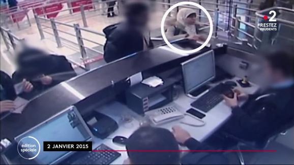 Hayat Boumeddieneest filmée à l'aéroport de Madrid, le 2 janvier 2015.