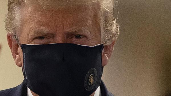 Coronavirus : Donald Trump porte un masque en public pour ...