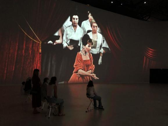 Maria by Callas, as part of the Jam Capsule project at la Villette, plunges into the life of the famous singer.