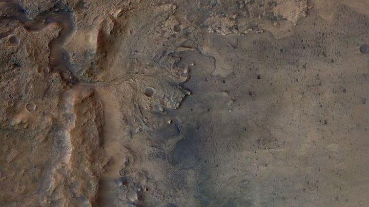 Le delta d'un ancien fleuve est visible sur cette photo non datée du cratère Jezero, capturée parla sonde Mars Express de l'ESA. (ESA / DLR / FU-BERLIN)