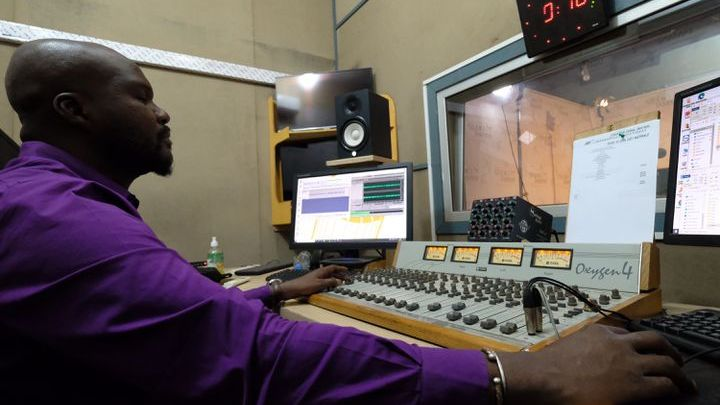 La régie de Studio Tamani. (NATHANAEL CHARBONNIER / RADIO FRANCE)