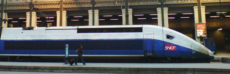 """TGV Duplex in profile"". Licensed under CC BY 2.5 via Wikipedia."