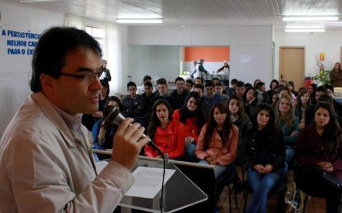 Cerca de 150 adolescentes participaram do encontro, na Escola Oficina