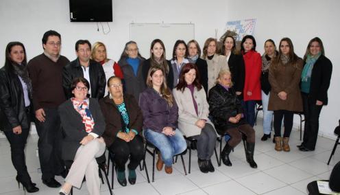 Novos conselheiros com a presidente e vice, Andressa Bourscheit e Roseli Tonello, ao centro