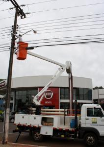 Conjunto do caminhão e elevador hidráulico foi adquirido está operando há dois meses na cidade