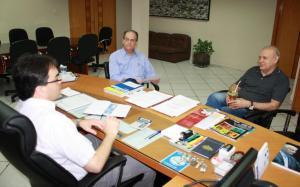 Encontro aconteceu no gabinete da Prefeitura e foi acompanhado pelo secretário de Assuntos Estratégicos, Gervásio Kramer