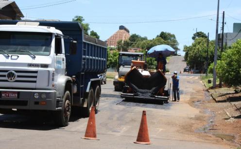 Ruas Curitiba e tenente Camargo receberam a operação tapa buraco e nos próximos dias terão outras pequenas obras