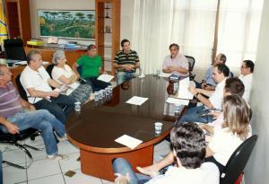 Comitiva de empresários que reivindica flexibilização do uso da ciclofaixa por veículos foi recebida pelo prefeito em exercício, Eduardo Scirea
