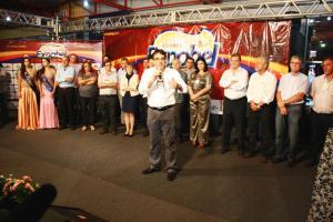 Lideranças do estado e da região participaram da abertura oficial, na noite de sexta-feira em frente ao Centro de Eventos