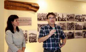 Observado pela diretora de Cultura, Soraia Quintana, prefeito Cantelmo Neto abriu oficialmente nesta sexta-feira o Memorial do município para visitação