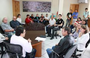 Com o prefeito Cantelmo Neto, lideranças debateram ações do programa de reestruturação do bairro