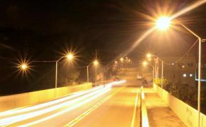 Ponte recebeu postes e luminárias nesta semana