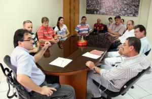 Ato no gabinete do prefeito Cantelmo Neto marcou a assinatura da permissão de uso do novo Recinto de Leilões do parque de exposições