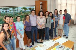 Prefeito Cantelmo Neto, Rose Guarda e Eduardo Scirea com as coordenadoras das unidades de saúde do interior e parte da equipe do Nasf, serviço de especialidades para a rede municipal de saúde