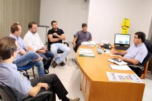 Sindicalistas foram recebidos nesta quinta pelo prefeito Cantelmo Neto; ponto mais polêmico da pauta é o pedido de aumento salarial em 13%