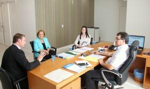 Delegado Valderes Scalco, presidente da Câmara, Elenir Maciel, e delegada Emanuelle Baggio se reuniram com o prefeito Cantelmo Neto nesta semana