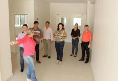 A secretária Rose Mari Guarda comandou a visita de representantes dos municípios que serão atendidos pela Upa 24 Horas ao prédio da unidade