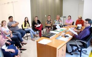 Prefeito Cantelmo Neto se reuniu com membros do Conselho de Alimentação Escolar e recebeu o relatório de atividades do órgão