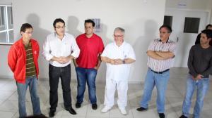 Acompanhado do presidente do Conselho de Saúde, Ozório Borges, e equipe técnica da Upa 24 Horas, prefeito Cantelmo Neto anunciou o adiamento