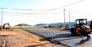 Prosseguem obras no cruzamento com a PR-180, onde também será instalado um semáforo