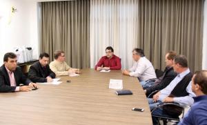 Representantes da Acefb, Sociedade Rural e Rural Leite se reuniram com o prefeito Cantelmo Neto e o vice, Eduardo Scirea