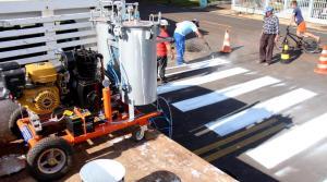 Equipamento melhora a qualidade da pintura e agiliza serviços de sinalização