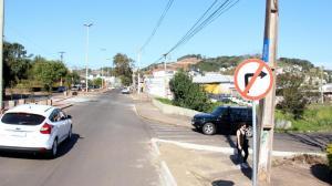 Quem trafega pela Julio Assis sentido Unipar, deve entrar na marginal pela pista da esquerda; lado direito da marginal tem o sentido inverso
