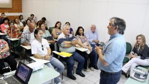 Vice-prefeito Eduardo Scirea e a secretária Jovelina Chaves recepcionaram a comitiva, sábado no Centro Empresarial