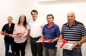 Lucia Dafre, Rosemar Biazus, Cedir Comin e Ademir Schmitz receberam homenagem do prefeito Cantelmo Neto pela aposentadoria como servidores do Município