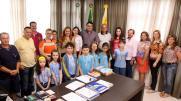 Prefeito Cantelmo Neto recebeu professores, diretores, pais e alunos medalhistas na Olimpíada Brasileira de Astronomia e Aeronáutica