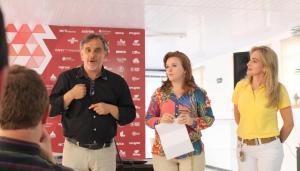 Prefeito em exercício, Eduardo Scirea, deputada Leandre Dal Ponte e secretária Jovelina Chaves na apresentação do Centro Vocacional