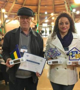 Os agentes Itacir Rovaris e Ângela Paludo foram premiados em encontro do Sebrae e Fomento Paraná